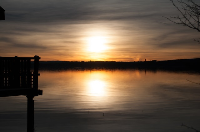 backlit-beach-boat-dawn-276385