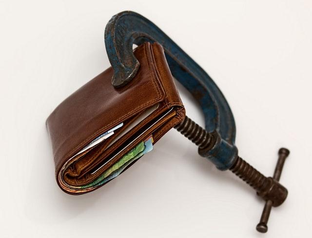 brown-leather-wallet-using-blue-steel-clap-46242
