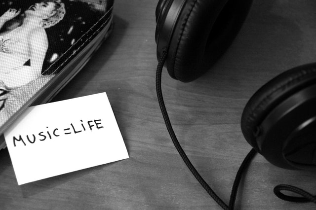 black-and-white-music-headphones-life-3104