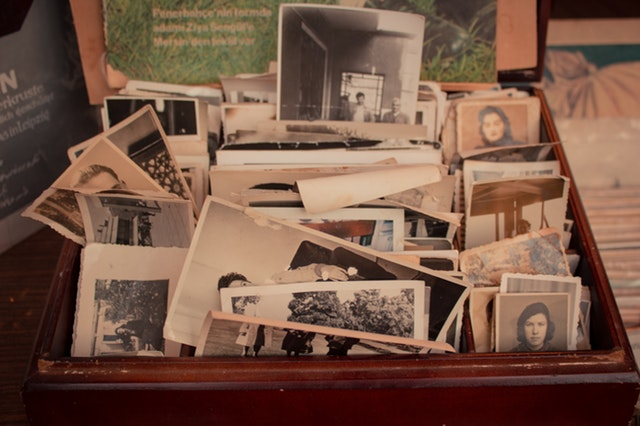 old-phots-in-a-brown-box-3234896